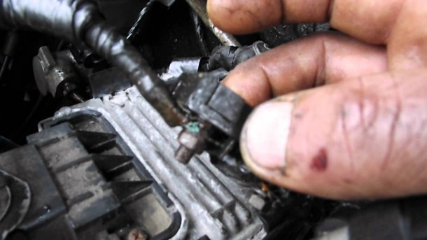 Wiring Corrosion In The Fuse Block Problem 3 0 Litre Saturn Vue